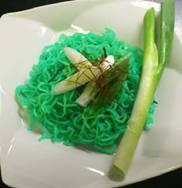 麺が青緑色! 初音ミク風「痛焼きそば」、コスプレ居酒屋「LittleBSD」で期間限定販売