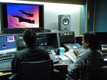 劇場版「マクロスプラス」、音声の新規5.1ch化について総監督・河森正治がコメント! 「マインドコントロールをあえてテーマにした意味も、よりダイレクトに」