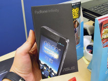 専用ドックに装着するとタブレットになる合体スマホASUS「PadFone Infinity」が発売!