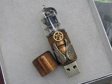 真空管搭載USBメモリに翼付きモデルが登場!