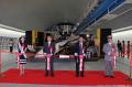 「超時空要塞マクロス」、実物大VF-25バルキリーが横浜・みなとみらい駅に登場! ミンメイのコスプレ美女も
