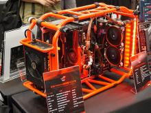 日本未発売製品がずらり並んだ「ASUS オープンギャラリー」が開催! 元店員Mの新作改造PCも
