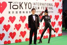 劇場アニメ「BAYONETTA Bloody Fate」、監督と魔女・ベヨネッタが東京国際映画祭に登場! グリーンカーペットで悩殺