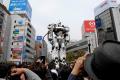 実写版パトレイバー、実物大98式イングラム登場で吉祥寺駅前が騒然! 特車二課は本物の警察と共演