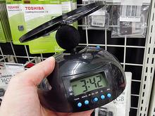 アラームが鳴るとプロペラが飛んでゆく目覚まし時計「DN-11405」が上海問屋から!