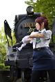 「RAIL WARS!」、日本國有鉄道公安隊のコスプレ衣装セットがコスパから! あおいver.はミニ丈+スリット、はるかver.はミドル丈+プリーツ