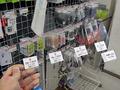【アキバこぼれ話】スマホ用液晶保護フィルムのサンプルカタログが展示中