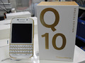 QWERTYキー搭載のBlackBerryスマホの限定モデル「BlackBerry Q10 Gold & White Special Edition」が登場!