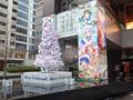秋葉原UDX前のUDXアキバ広場に「ご注文はうさぎですか??」クリスマスツリーが設置中 12/25(日)まで