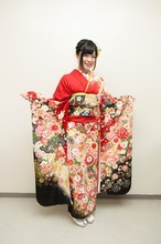 鈴木このみ、成人式ライブで振袖姿を披露! 5月には東名阪ツアー開催を発表