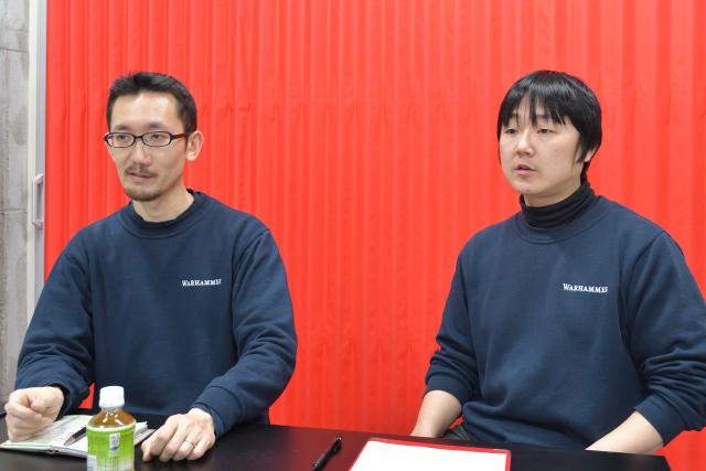 (左)店舗マネージャーの丹野雄士さん、(右)営業部の大友幸司さん